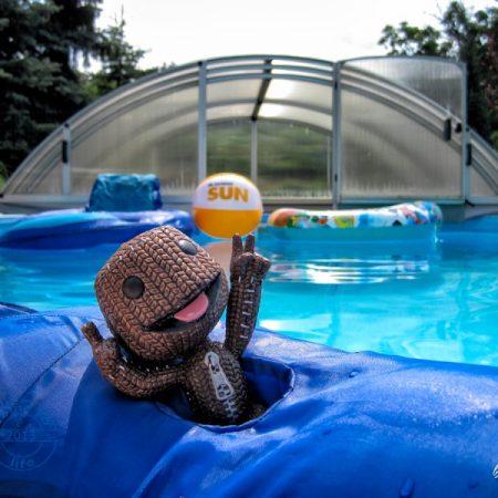 Pool and sun